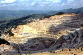"""ROSIA MONTANA, ROMANIA: Firma Gabriel Resources, detinatoare a 80% din proiectul de exploatare aurifera de Rosia Monatana, a renuntat la planul lansarii unei emisiuni publice de actiuni din cauza controverselor privind acest proiect, 18 iulie 2003. """"STIRE PE FLUX"""" ROMPRES Foto/ARHIVA"""