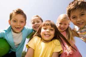 copii-fericiti-dezvoltarea-socio-emotionala